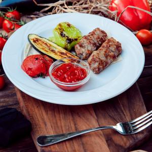 Люля-кебаб с овощами на углях