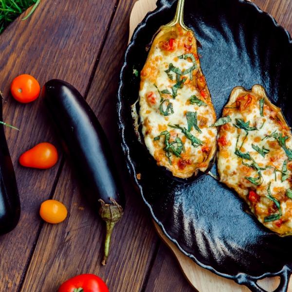 Баклажаны запеченный с овощами и сыром