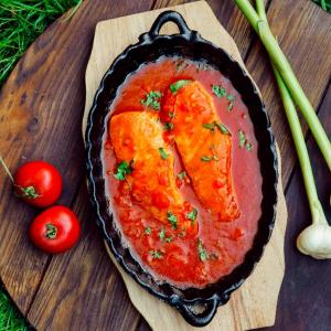 Семга в томатном соусе